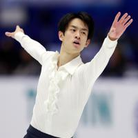 【NHK杯フィギュア】男子SPで演技する山本草太=真駒内セキスイハイムアイスアリーナで2019年11月22日、貝塚太一撮影