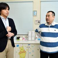 松永正訓さん(右)と森健さん=千葉市若葉区で6日