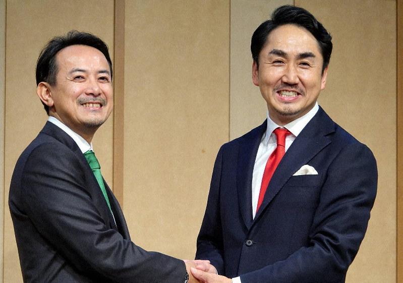 経営統合を発表したZホールディングスの川辺社長(左)とLINEの出沢社長