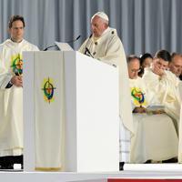 ミサで説教をするフランシスコ・ローマ教皇=東京ドームで2019年11月25日午後4時39分、梅村直承撮影