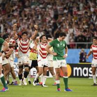 アイルランドに勝利し、喜びを爆発させる日本の選手たち=エコパで9月28日、藤井達也撮影