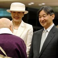 「THE KASHIHARA」に到着された天皇、皇后両陛下=奈良県橿原市で2019年11月26日午後5時3分(代表撮影)