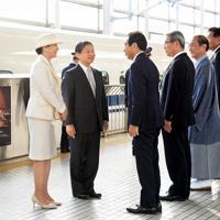 JR京都駅に到着された天皇、皇后両陛下=京都市下京区で2019年11月26日午後(代表撮影)