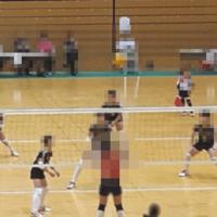 体罰問題が発覚した小学女子バレーボールチーム(画像の一部を加工しています)
