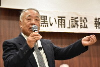 Seiji Takato is seen speaking at a press conference after a court adjournment in October, at the Hiroshima Bar Association hall in Hiroshima, Hiroshima Prefecture. (Mainichi/Misa Koyama)
