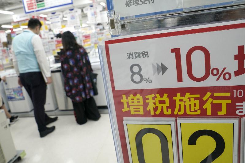 消費税率を引き上げた以上、調査も厳しくなる・・・・・・(Bloomberg)