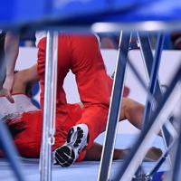 トランポリン男子個人予選、第2自由演技で落下した岸大貴=有明体操競技場で2019年11月28日、宮間俊樹撮影