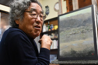 Artist Takashi Asahina tells the Mainichi Shimbun in the town of Mutsuzawa, Chiba Prefecture, on Oct. 11, 2019, that he wants to follow his heart when painting. (Mainichi/Tamami Kawakami)