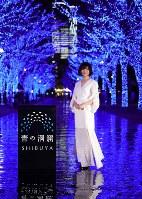 Popular actress Fumino Kimura poses for a commemorative photo against a background of illuminated zelkova trees in Tokyo's Shibuya Ward on Nov. 28, 2019. (Mainichi/Kota Yoshida)