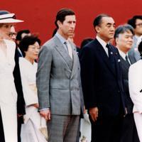 歓迎式典に臨まれるチャールズ英皇太子、ダイアナ妃(前列左側)と中曽根康弘首相夫妻(同右側)=港区の迎賓館で1986年5月10日