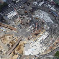 建設工事が進む新国立競技場=2017年5月11日、本社ヘリから藤井達也撮影