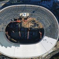 屋根の建設が進む新国立競技場=東京都新宿区で2019年1月18日、本社ヘリから和田大典撮影