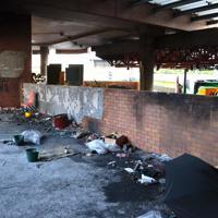 火炎瓶などで焼け焦げた校内の壁=香港理工大で2019年11月29日午後5時9分、福岡静哉撮影