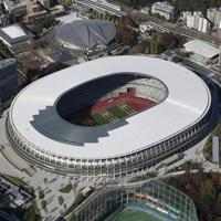 完成した国立競技場。2020年東京五輪・パラリンピックのメインスタジアムとなる=2019年11月30日午後0時9分、本社ヘリから