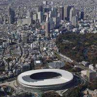 完成した新国立競技場。2020年東京五輪・パラリンピックのメインスタジアムとなる=2019年11月30日午後0時15分、本社ヘリから