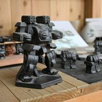 陶器製のロボット「スティールメイト」=滋賀県甲賀市信楽町の壺八窯で2019年11月30日午後0時50分、礒野健一撮影