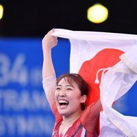 トランポリン女子個人で優勝して東京五輪代表に内定し、喜ぶ森ひかる=有明体操競技場で2019年12月1日、宮間俊樹撮影