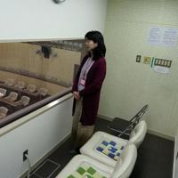米子市議会本会議場に設置された「親子傍聴席」=米子市で、横井信洋撮影