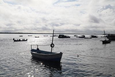 石炭火力発電所の建設によって漁獲量の減少などが懸念されている=ケニア東部・ラム島で2019年10月28日、小泉大士撮影