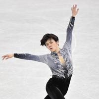 男子SPで演技する宇野昌磨=名古屋市南区の日本ガイシホールで2017年12月7日、宮間俊樹撮影