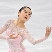 女子SPで演技する宮原知子=名古屋市南区の日本ガイシホールで2017年12月8日、宮間俊樹撮影