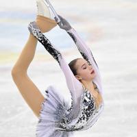 女子SPで演技するアリーナ・ザギトワ=名古屋市南区の日本ガイシホールで2017年12月8日、宮間俊樹撮影