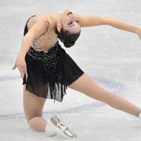 女子フリーで演技するケイトリン・オズモンド=名古屋市南区の日本ガイシホールで2017年12月9日、宮間俊樹撮影