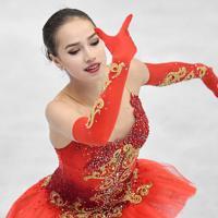 女子フリーで演技するアリーナ・ザギトワ=名古屋市南区の日本ガイシホールで2017年12月9日、宮間俊樹撮影