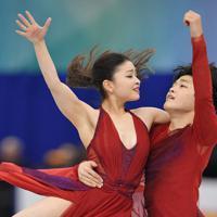 アイスダンスで3位となったマイア・シブタニ、アレックス・シブタニ組のフリー演技=名古屋市の日本ガイシホールで2017年12月9日、手塚耕一郎撮影