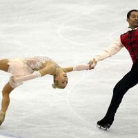 ペアで優勝したドイツのアリョーナ・サブチェンコ、ロビン・ゾルコビー組のフリーの演技=マリンメッセ福岡で2013年12月7日、貝塚太一撮影