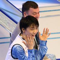 フィギュアスケート・グランプリファイナル福岡2013の男子SPの演技を終え、得点発表を聞いて大喜びする羽生結弦。SP1位となった=マリンメッセ福岡で2013年12月5日、山本晋撮影