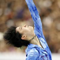 男子SPで力強い演技を見せる羽生結弦=マリンメッセ福岡で2013年12月5日、貝塚太一撮影