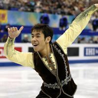 男子フリーで笑顔を見せて演技する織田信成=マリンメッセ福岡で2013年12月6日、貝塚太一撮影