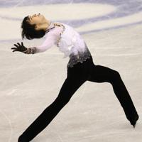 男子シングルで優勝した羽生結弦のフリーの演技=マリンメッセ福岡で2013年12月6日、山本晋撮影