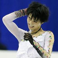 男子フリーで、演技直後に頭をかく羽生結弦=マリンメッセ福岡で2013年12月6日、貝塚太一撮影