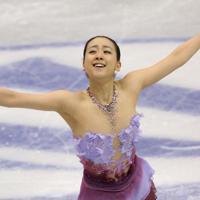 フィギュアスケート・グランプリファイナル福岡2013の女子SPで演技する浅田真央。SP1位となった=マリンメッセ福岡で2013年12月5日、山本晋撮影