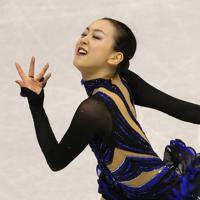 フィギュアスケート・グランプリファイナル福岡2013の女子シングルで優勝した浅田真央のフリーの演技=マリンメッセ福岡で2013年12月7日、山本晋撮影