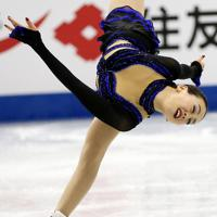 女子フリーで華麗に演技する浅田真央=マリンメッセ福岡で2013年12月7日、貝塚太一撮影