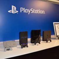 プレイステーションの歴代機種。左からPS、PS2、PS3、PS4=東京都港区で2019年12月3日午後4時28分、道永竜命撮影