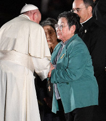 A-bomb survivor Park Nam-joo, right, is greeted by Pope Francis in Hiroshima's Naka Ward on Nov. 24, 2019. (Mainichi/Naohiro Yamada)