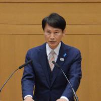 県議会定例会で再選出馬を表明する三反園知事