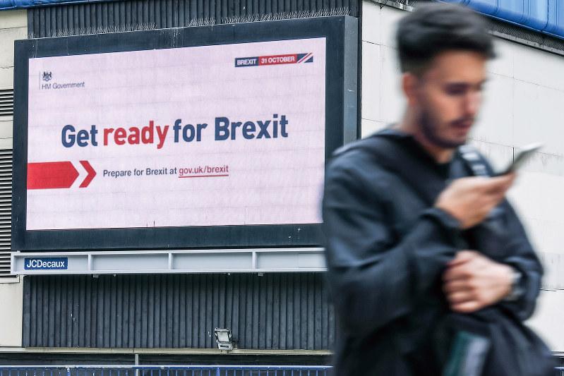 英政府が10月の離脱を見据えて開始した「ブレグジットに備えよ」キャンペーンも中断に(Bloomberg)