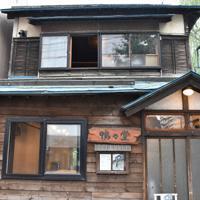 解体前の鴨々堂=札幌市中央区で