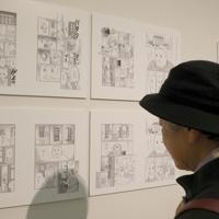 「ここから4」で展示されている「LLマンガ」プロジェクト。上段と同じ場面を下段でより「読みやすく」表現している=東京都港区の国立新美術館で2019年12月4日、岡本同世撮影