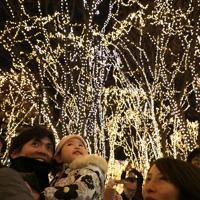 「SENDAI光のページェント」の点灯式で一斉にともされたイルミネーション=仙台市青葉区で2019年12月6日午後5時半、和田大典撮影