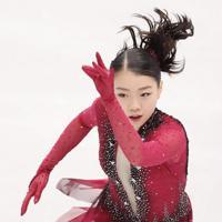 女子SPで演技する紀平梨花。SPは70・71点で6位につけている=イタリア・トリノのパラベラ競技場で2019年12月6日、貝塚太一撮影