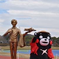 熊本県益城町に設置されたサンジ像=同町で2019年12月7日午前11時34分、城島勇人撮影
