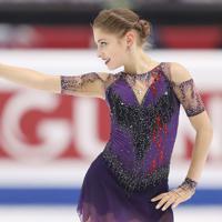 女子フリーで演技する優勝したロシアのアリョーナ・コストルナヤ=イタリア・トリノのパラベラ競技場で2019年12月7日、貝塚太一撮影