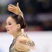 SP2位から転落したロシアのアリーナ・ザギトワ。転倒した時の傷がももに残る=イタリア・トリノのパラベラ競技場で2019年12月7日、貝塚太一撮影