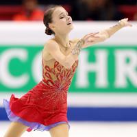 女子フリーで演技する、2位となったロシアのアンナ・シェルバコワ=イタリア・トリノのパラベラ競技場で2019年12月7日、貝塚太一撮影